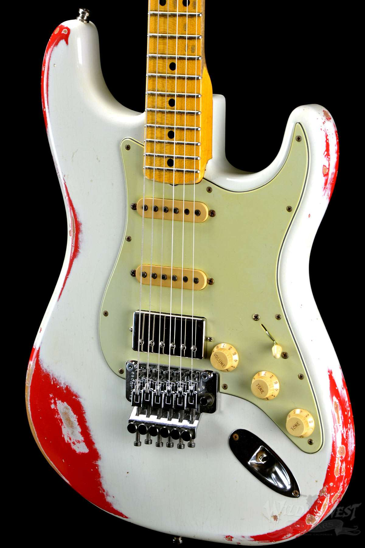 fender 1960 strat heavy relic white lightning olympic white over fiesta red preowned wild. Black Bedroom Furniture Sets. Home Design Ideas